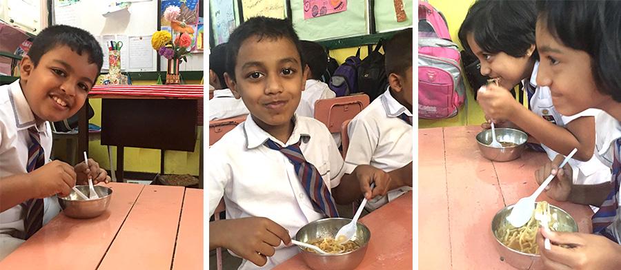 和僑グループの「さくら食堂」(スリランカ)のラーメンを食べている子供たちの笑顔です。